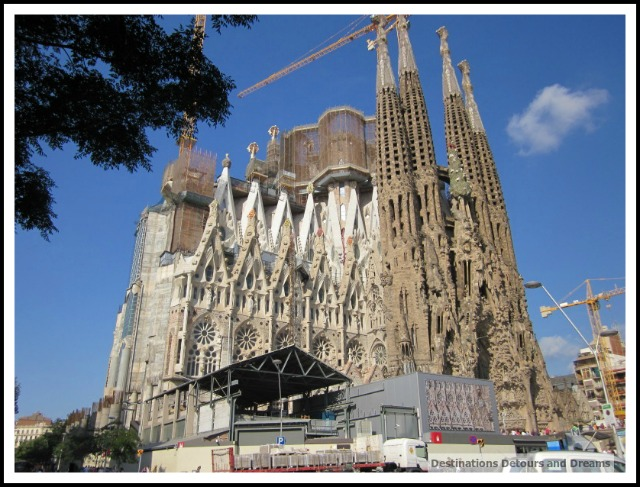 La Sagrada Familia construction