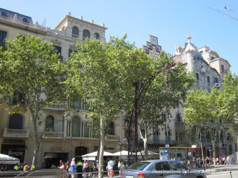 Block of Discord (Illa de la Discòrdia). Guide to exploring Barcelona on foot: Las Ramblas, the Gothic Quarter, the Eixemple district, and the beach