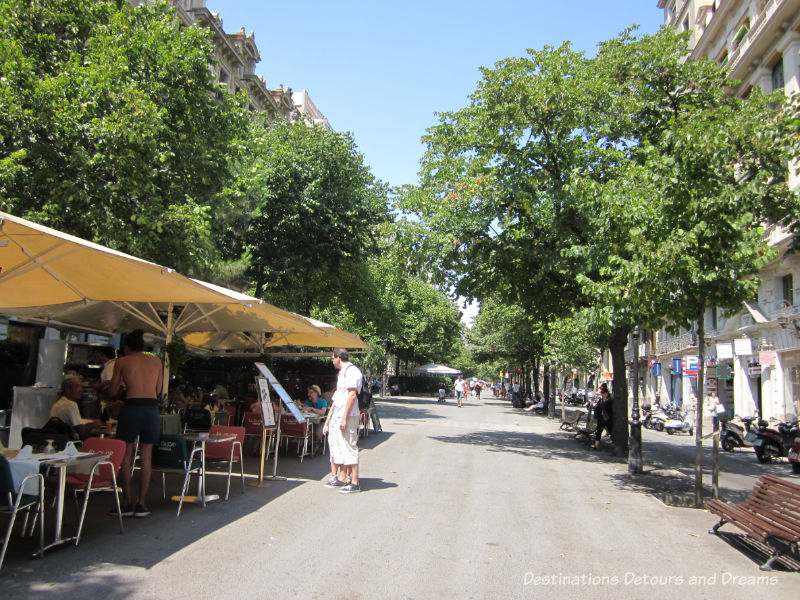 Rambla de Catalunya. Guide to exploring Barcelona on foot: Las Ramblas, the Gothic Quarter, the Eixemple district, and the beach