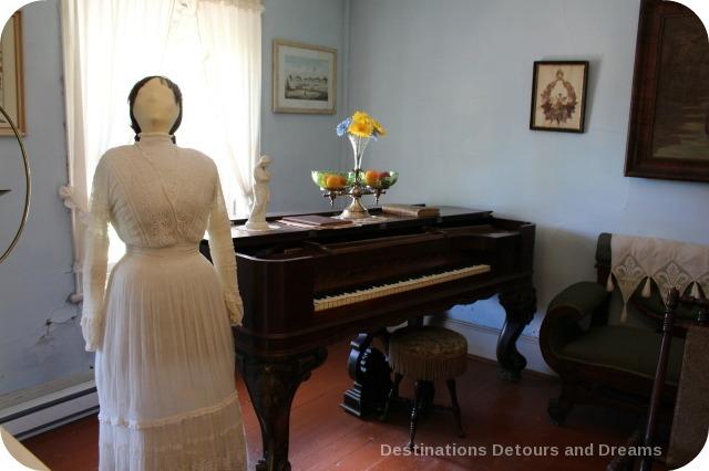 Seven Oaks House Museum parlour