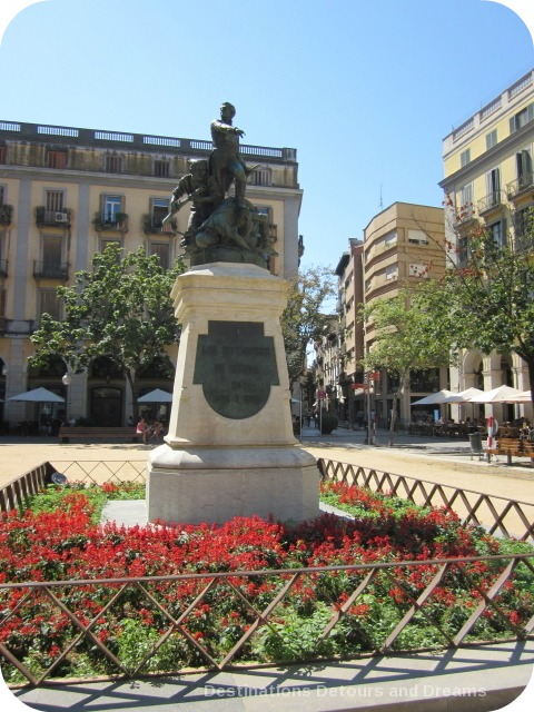 Monument built in 1894 to commemorate 1809 Girona defenders.Monument is in Placa de la Independencia, Girona's most popular square.