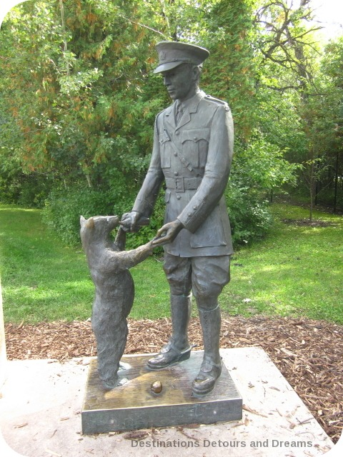 Statue of Captain Harry Colebourn and Winnie