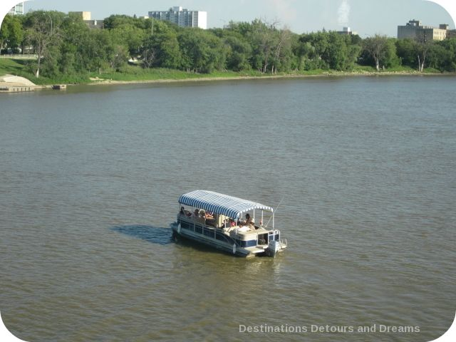 Water taxi on the Red River