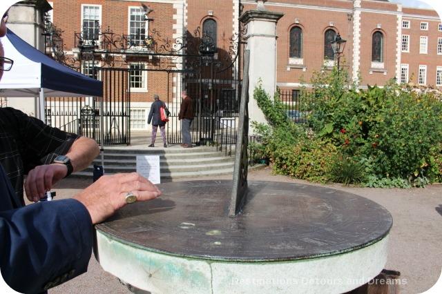 Sundial in London's Temple area