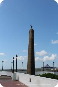 Plaza de Francia obelish