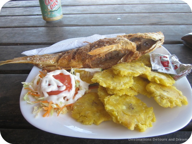 Dining in Pedasi: pescado frito entero