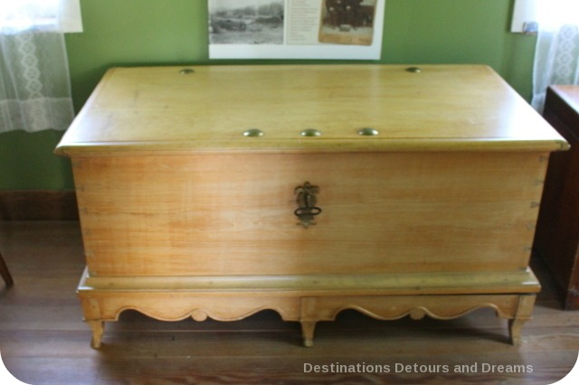 Mennonite chest from Russia, Neubergthal