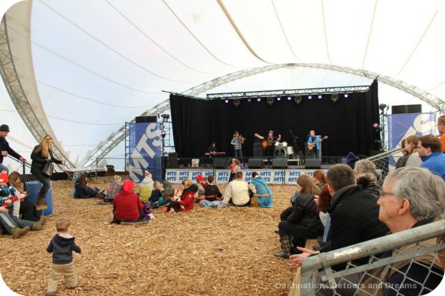 Music at Festival du Voyageur