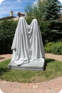 Garden of Sculptures in Saint Boniface: Monument sculpture in Jardin de Sculptures