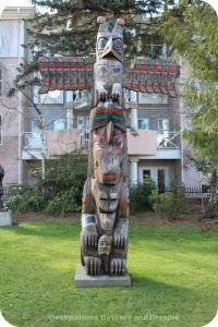 """Pole of Wealth totem pole by Hwunu'metse' (Simon Charlie) in Duncan, British Columbia, the """"City of Totems"""""""