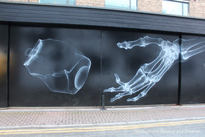London street artin Shoreditch: The Future is Rubbish by Shok-1