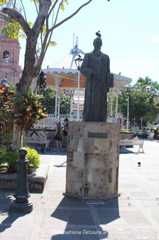 Impressions of Puerto Vallarta: Statue of Ignacio Vallarta in the main square