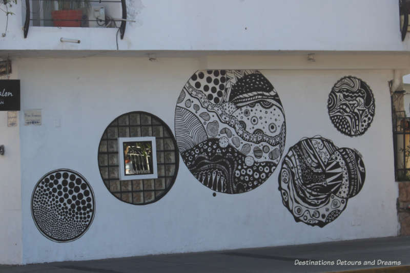 Puerto Vallarta street art:black and white circular motifs