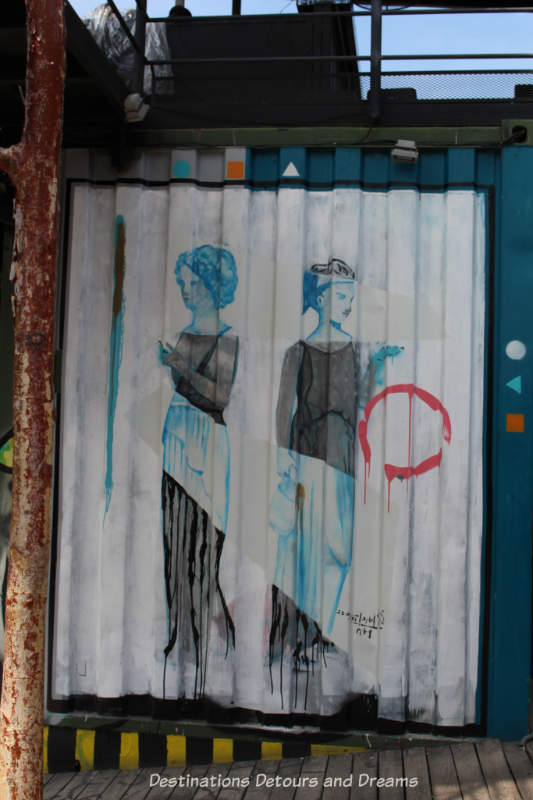 Puerto Vallarta street art: two ladies sketched in black and blue colours