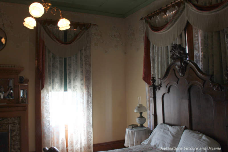 Rosson House bedroom in Phoenix: window is also a gib door