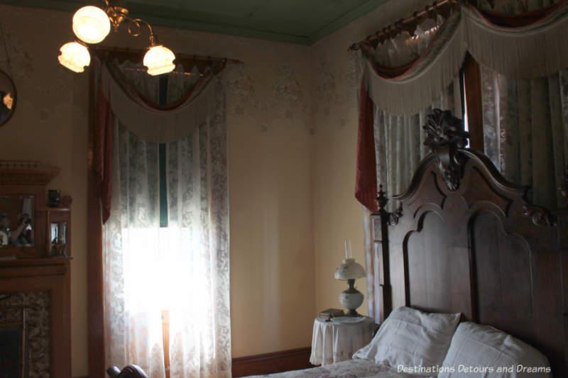Rosson House bedroom in Phoenix: window is also a gib door