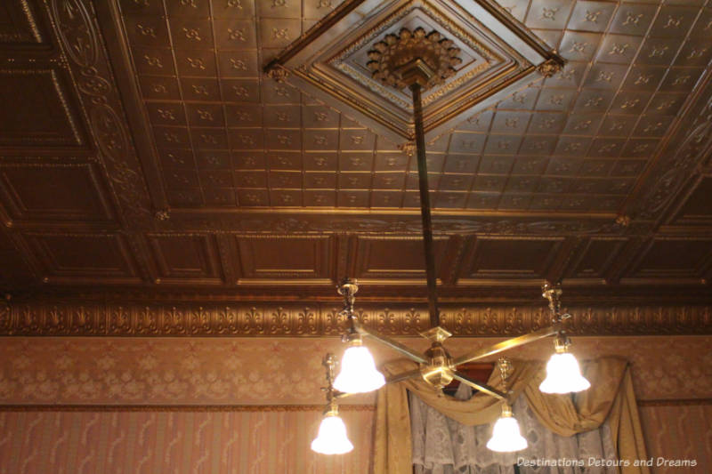 Chandelier in parlour of Rosson House; equipped with electric bulbs and gas lamps