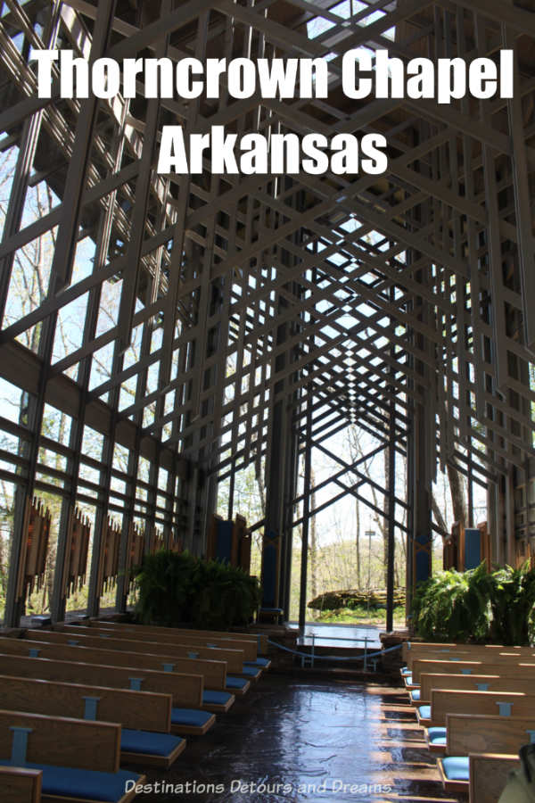 Thorncrown Chapel: a glass chapel in the Arkansas forest. An architectural award-winning chapel in harmony with the Ozarks woods around it. #Arkansas #EurekaSprings #architecture #nature