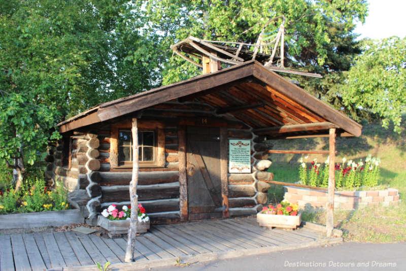 Old log cabinwith dogsledonroof in Pioneer Park in Fairbanks, Alaska