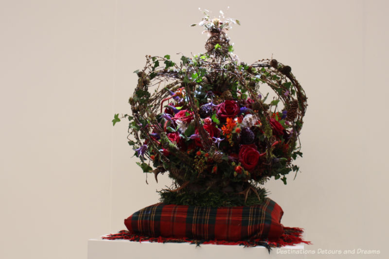Floral crown in 2019 Chelsea Flower Show florist competition
