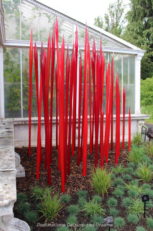 Red Chihuly reeds outside the Lily House at Kew Garden