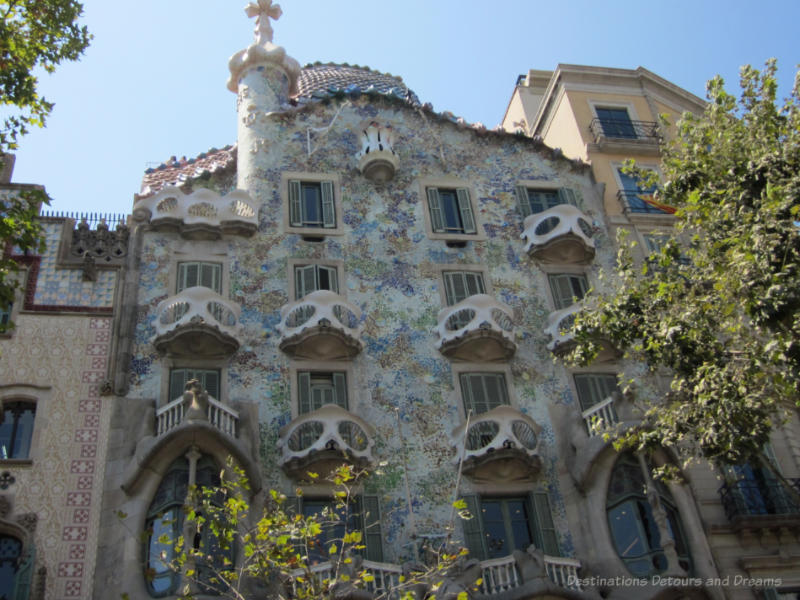 Front of mulit-coloured Gaudí designed Casa Battló with curved balconies