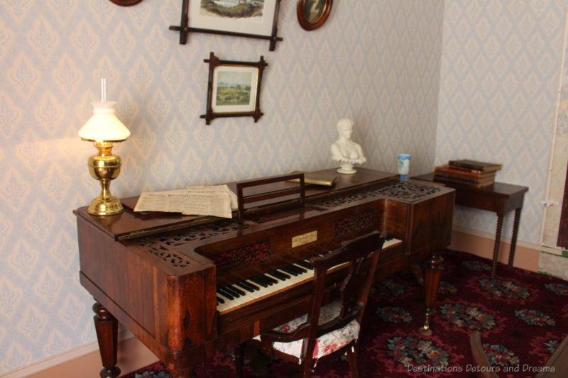 Piano in an 1800s drawing room