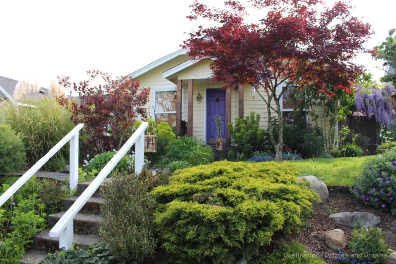 Small house on lovely landscaped lot in West Seattle