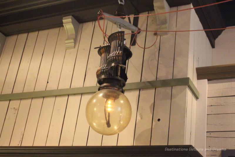 Arc street lamp
