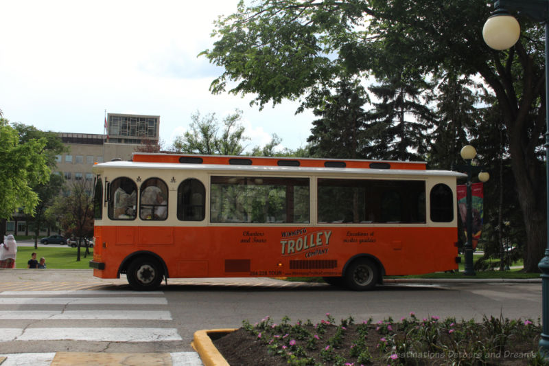 Trolley bus : How to Discover What There is to See and Do in Your Hometown
