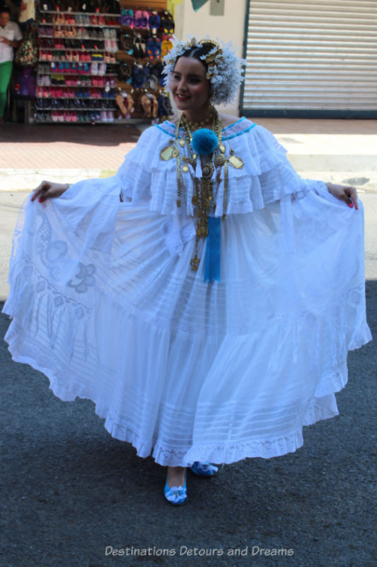 Women holding out the wide skirt of her Pollera Blanca, a traditional Panamanian dress